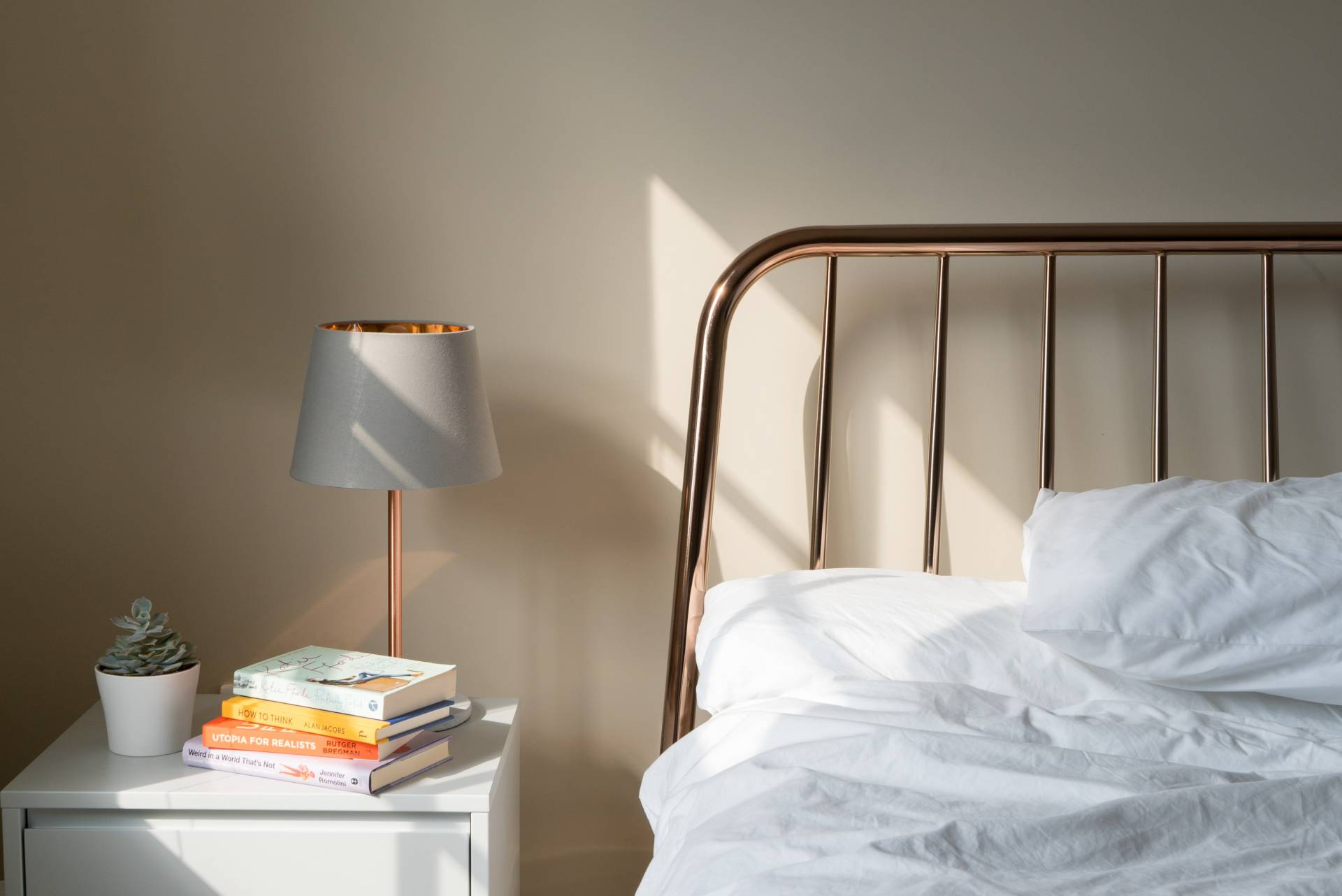 design your bedroom to be less cluttered